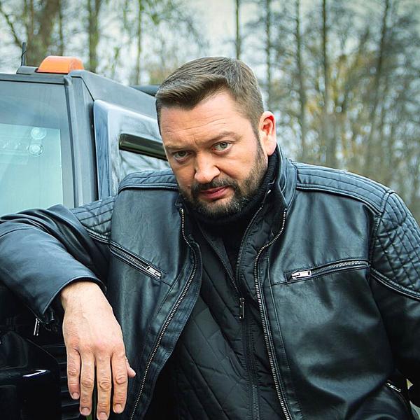 Театр Горького Днепр - ДРАМіКОМ Актор Арсен Босенко фото2