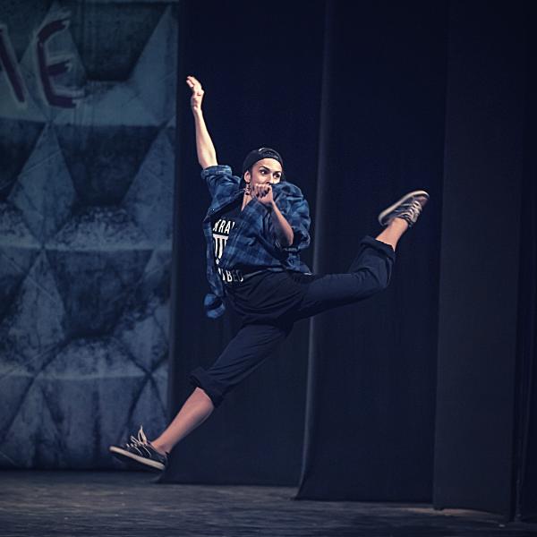 Театр Горького Днепр - ДРАМіКОМ Вітаємо актрису Марію Мілєнковіч з Днем народження фото6