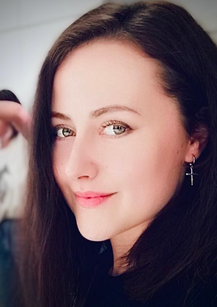 Актриса Юлія Новікова с Днем народження
