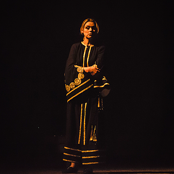 Театр Горького Днепр - ДРАМіКОМ Прем'єра вистави Саша, винеси сміття 081220 Актриса Олена Попова фото6