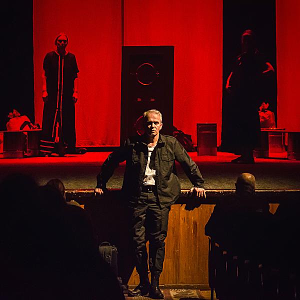 Театр Горького Днепр - ДРАМіКОМ Прем'єра вистави Саша, винеси сміття 081220 Актор Ігор Шульга фото7